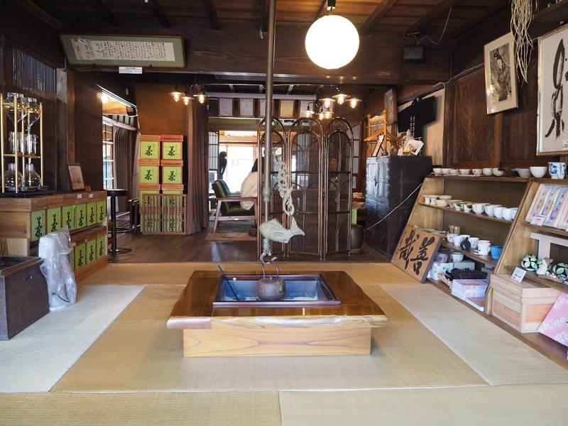 復古的店內也有販售茶葉、茶器與抹茶製品等。
