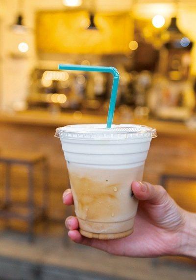 LATTE100元/鑽進巷弄,發現轉角咖啡館,簡單的一杯冰拿鐵就可帶來短暫的心靈...