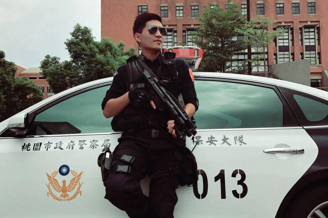帥氣的李建賢任職於桃園市保安警察大隊霹靂小組,志在打擊犯罪。圖/保大提供