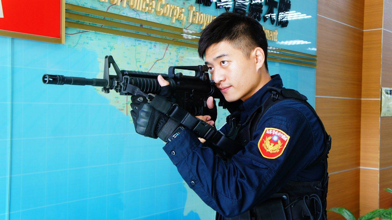 李建賢是警察世家,自幼立志從警,他想成為市民的依靠和肩膀。記者李京昇/攝影