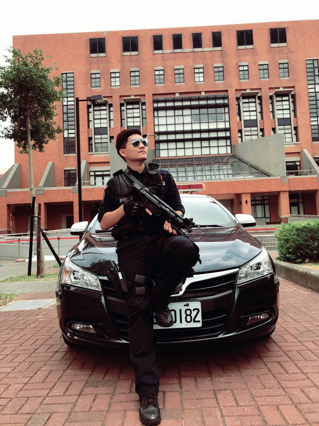 帥氣的李建賢任職於桃園市保安警察大隊霹靂小組。圖/保大提供