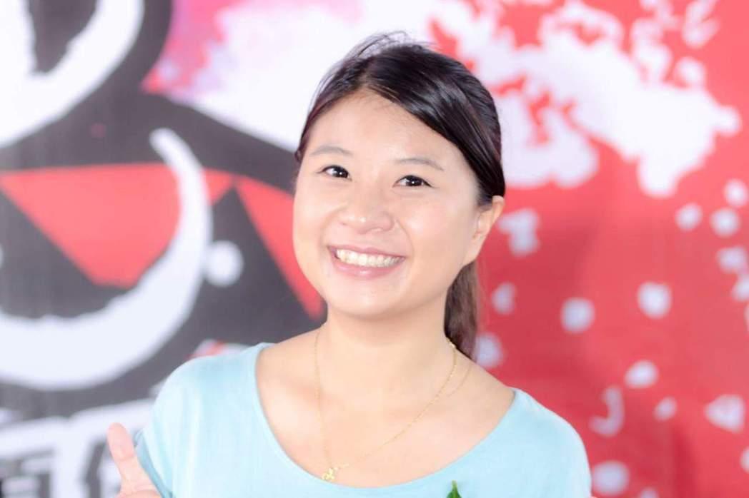 全國最年輕的宜蘭縣議員薛呈懿結婚了。圖/擷取臉書