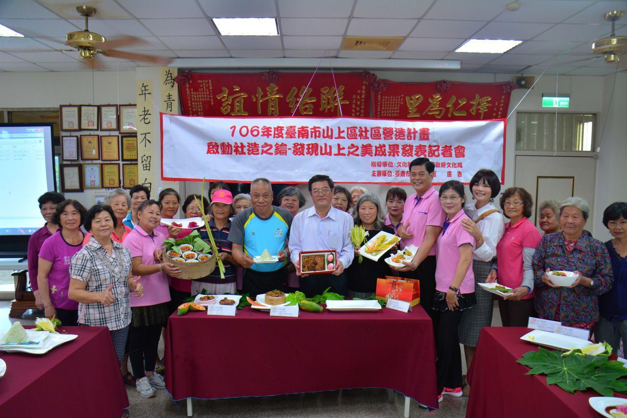 山上區公所鼓勵婆婆媽媽拿手路菜創業。記者吳淑玲/攝影