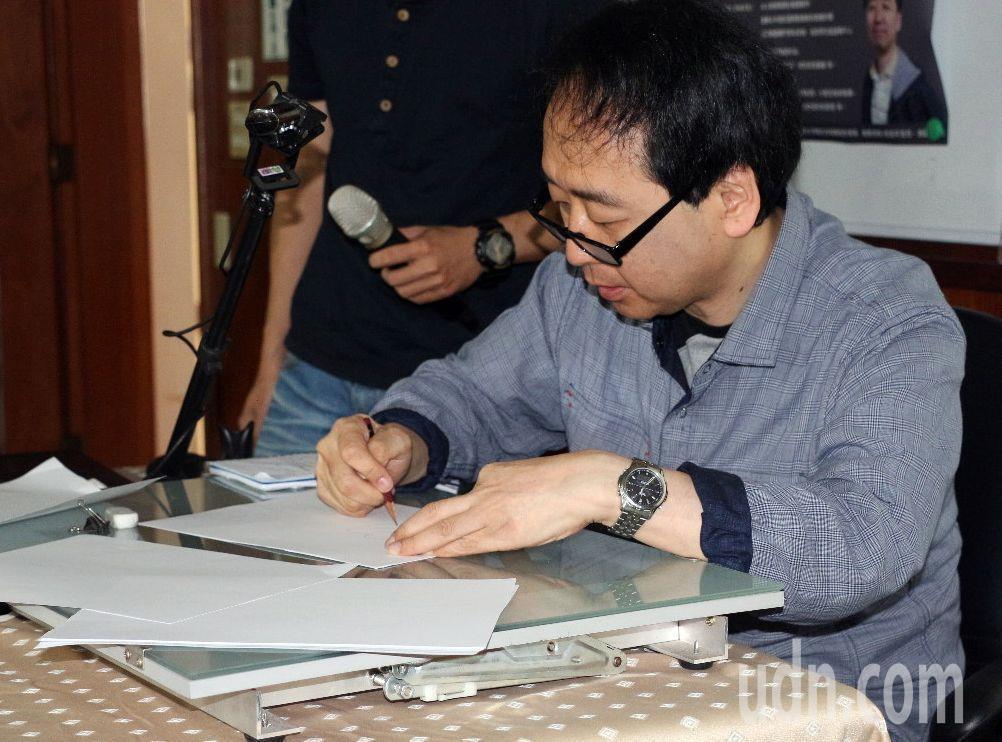 動畫大師小幡公春應義守大學邀請開講,他並示範動漫人物臉部畫法。記者王昭月/攝影
