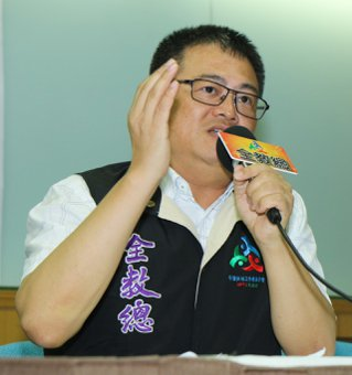 全教總理事長張旭政表示,偏遠地區學校的師資現況是正式教師聘請沒問題,但教育部補助...