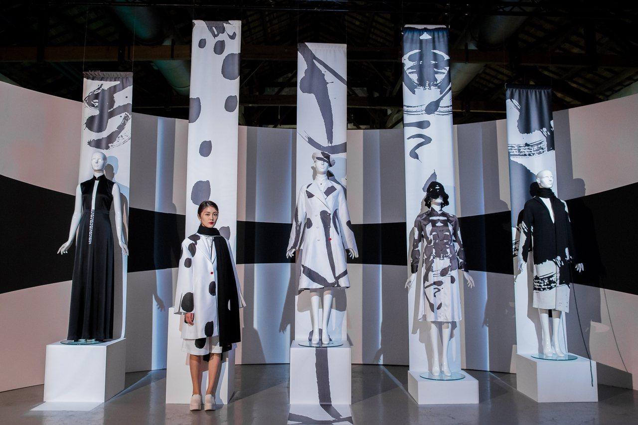 《讀衣II》時尚X藝術跨界展|詹朴展區。圖/誠品提供