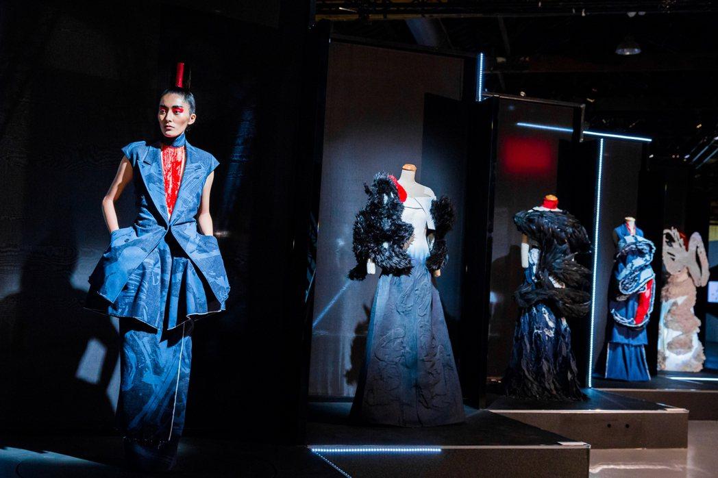 《讀衣II》時尚X藝術跨界展|周裕穎展區。圖/誠品提供