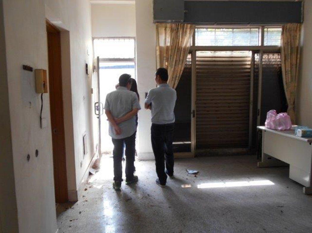 行政執行署台南分署首度帶看法拍凶宅,第一拍就拍出。圖/行政執行署台南分署提供
