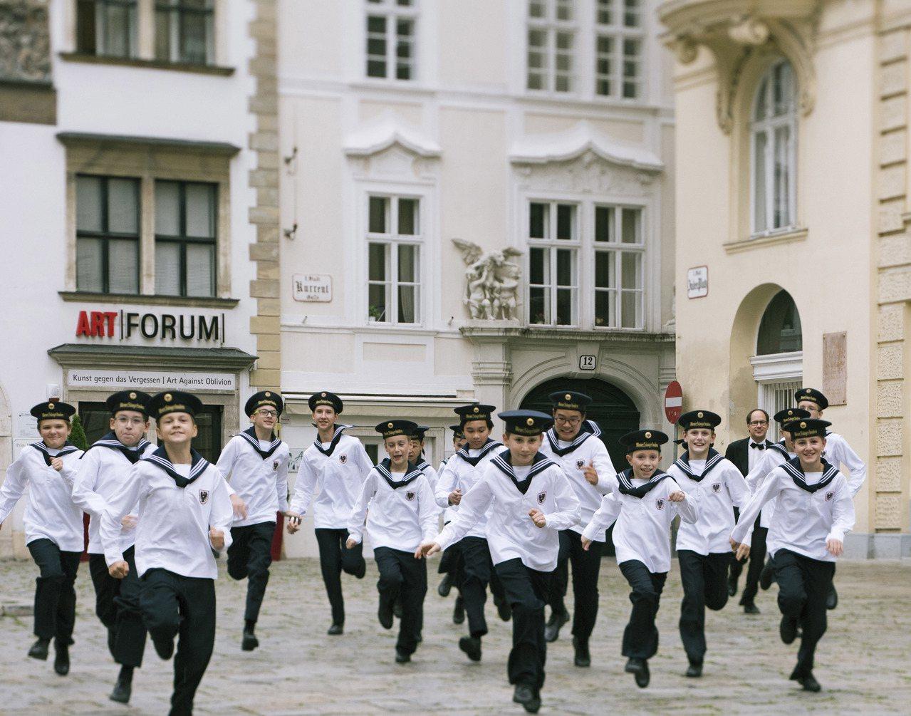 維也納少年合唱團今年來台演唱曲目豐富多元,除了著名的聖歌外,更融入百老匯音樂劇,...