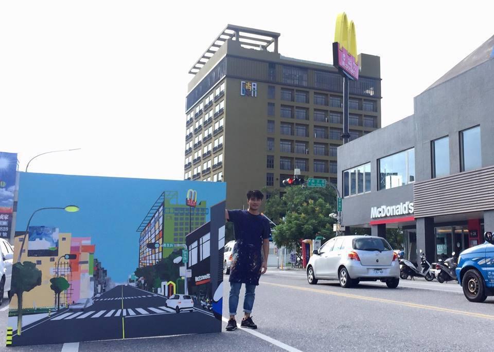 郭彥甫畫台東市區,意外入鏡的車輛竟和他的畫相符,讓他嘖嘖稱奇。圖/摘自郭彥甫臉書