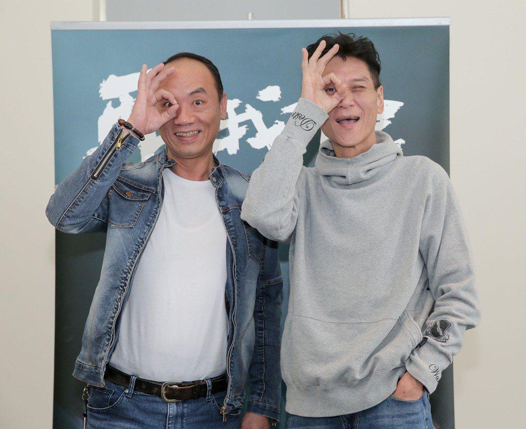 王自強(左)、喜翔合作「再看我一眼」。圖/公視提供
