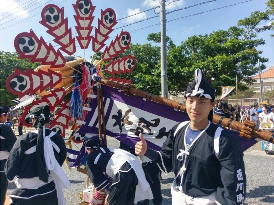 唐振剛穿著「旗頭」舉旗手服飾參與整場活動。圖/八大提供