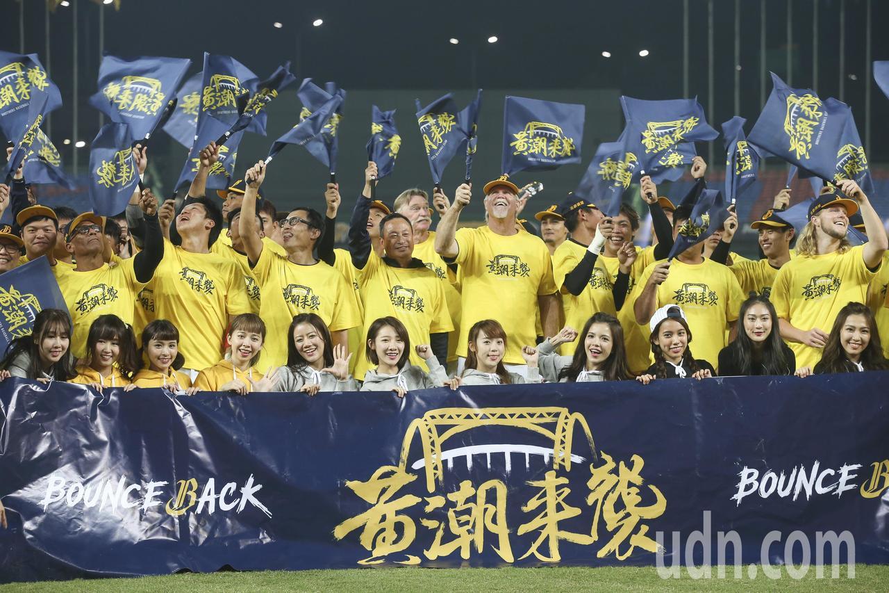 中信兄弟以3勝1敗戰績晉級,本季苦練的基本工夫收到了成效。 記者楊萬雲/攝影