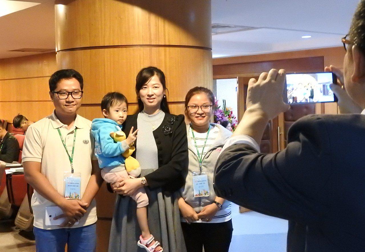 景文科大配合教育新南向政策開設越南專班昨天開學,不少學生的阿姨、姑姑是越南新住民...