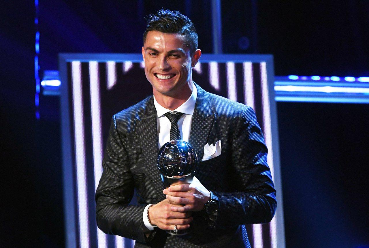 C羅奪下2017年最佳男球員獎。 歐新社