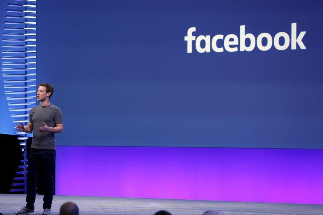 臉書執行長祖克柏上月底在舊金山演講。臉書希望以AI技術協助其管控不當內容。 (路...