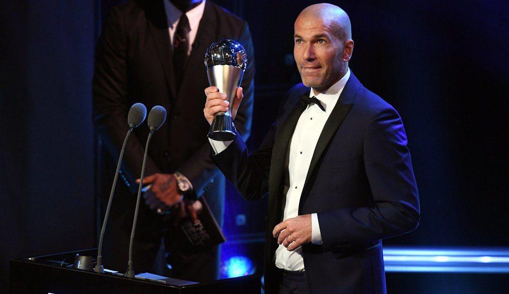 FIFA年度最佳男足教練獎由皇馬主帥席丹獲選,這是他執教生涯首次獲得此榮譽。 歐...