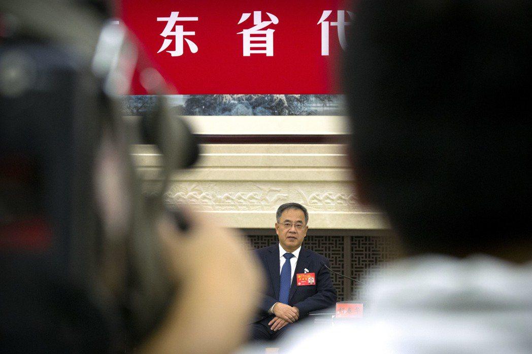 出席中共19大的廣東省委書記胡春華本來被視為接班人。(歐新社)
