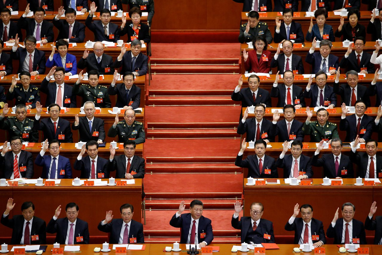 中共19大大會24日上午通過關於「中國共產黨章程(修正案)」的決議,習近平新時代...