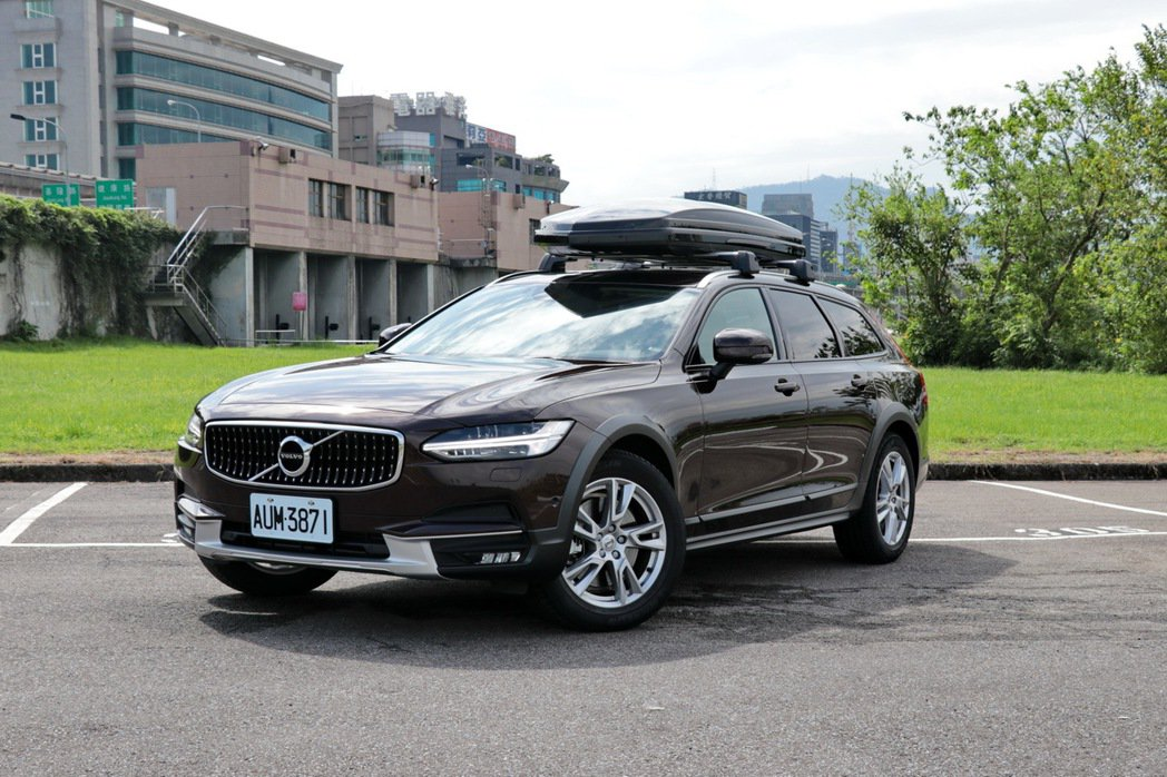 VOLVO V90 Cross Country D5。 記者陳威任/攝影