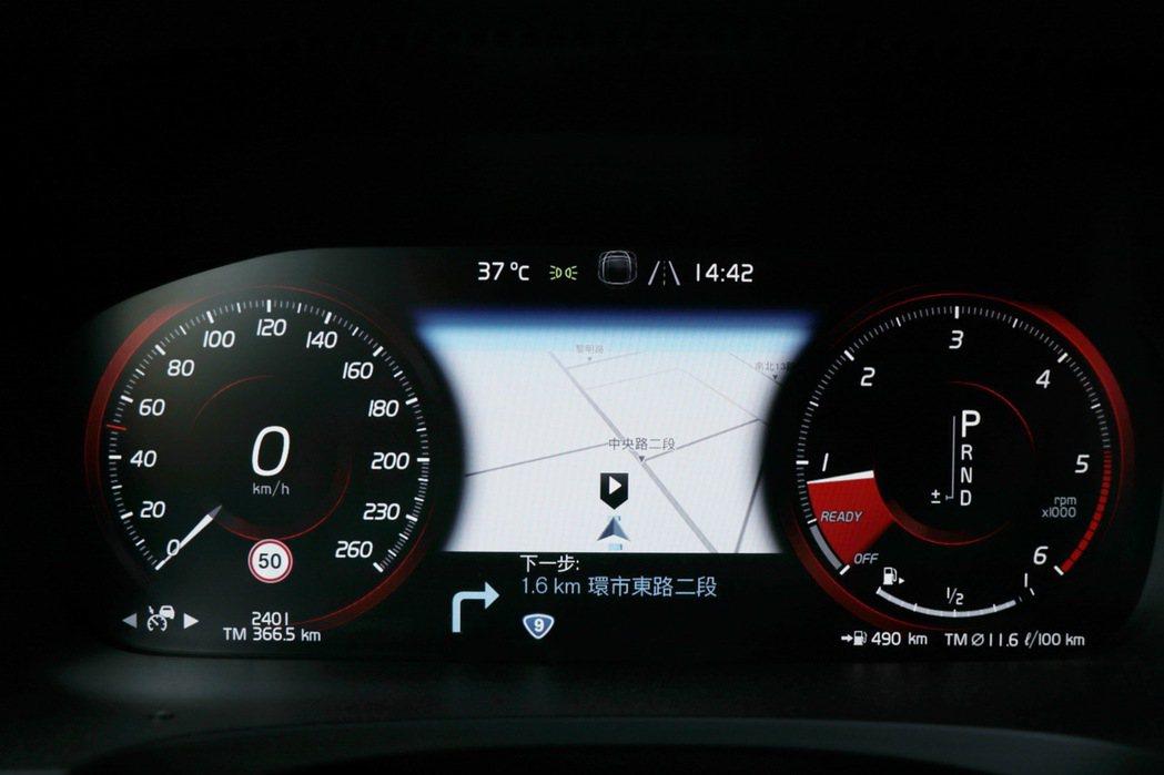 全數位液晶儀錶板可將導航整合在螢幕上。 記者陳威任/攝影