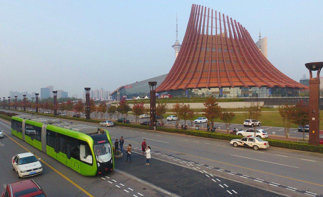 大陸首條智能軌道快運系統明年春節正式上路。 (新華社)