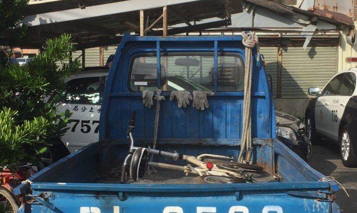 警方原本懷疑,葉男小貨車上載的自行車可能是贓物,但葉堅稱為自己的。記者卜敏正/攝...