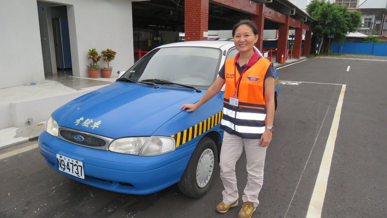 到台東服務不到2個月的吳孟倩,是台東監理站首位女性汽車考驗官。記者潘俊偉/攝影