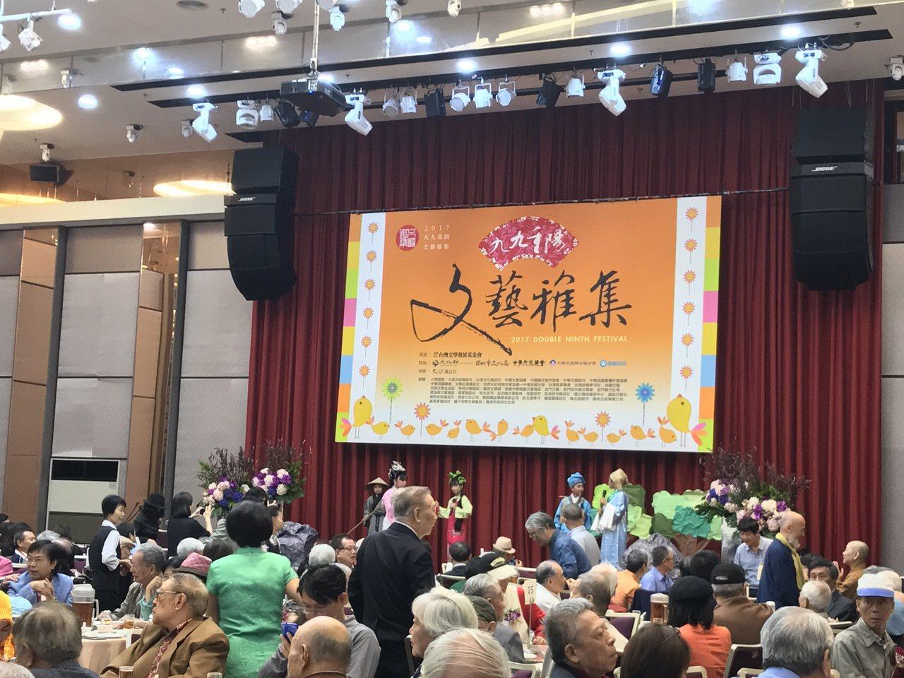 文訊雜誌社今舉辦文藝雅集活動,現場有400多位文人參加。記者王思慧/攝影