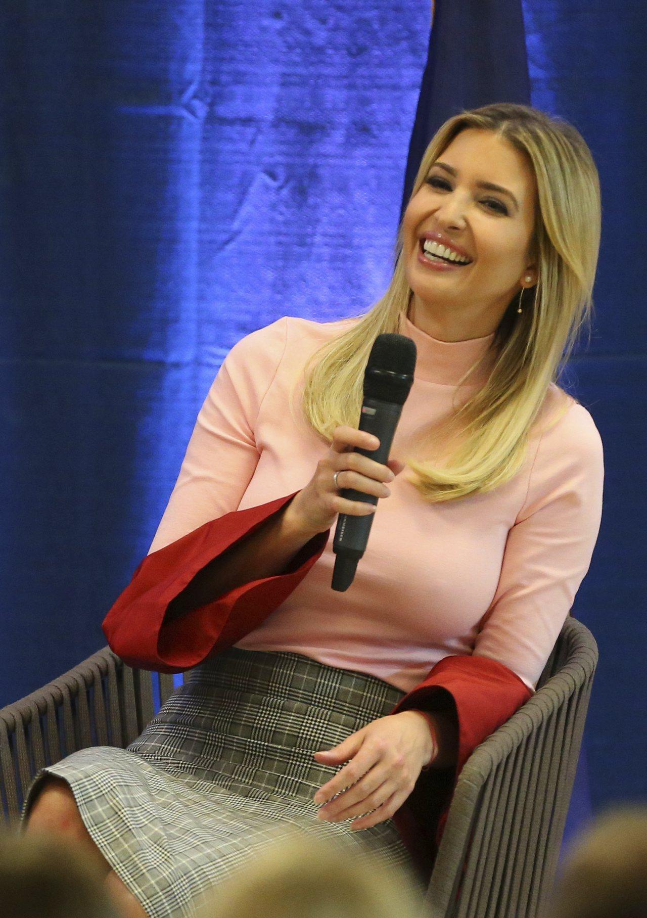 美國總統川普的愛女兼白宮高級顧問伊凡卡23日在賓州出席一場討論川普稅改的鄉鎮會議...