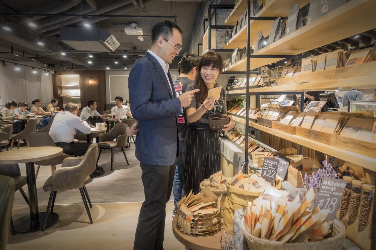 首創的咖啡超市新體驗。圖/路易莎咖啡提供