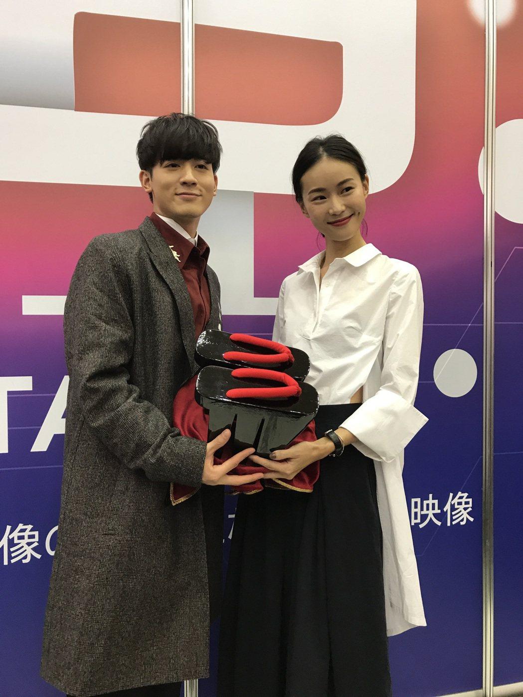 鍾瑤(右)和吳思賢出席東京電視節,擔任台灣館大使。記者楊起鳳/攝影