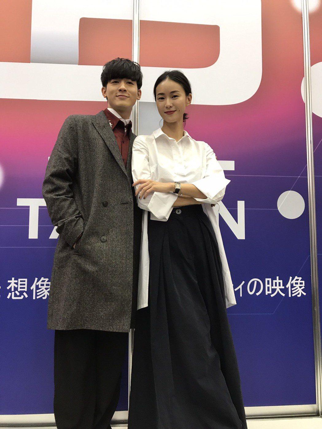 鍾瑤(右)和吳思賢出席東京電視節,為三立新戲「姊的時代」造勢。記者楊起鳳/攝影