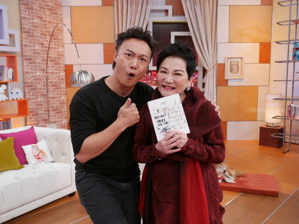 張小燕(右)專訪陳奕迅。圖/TVBS提供