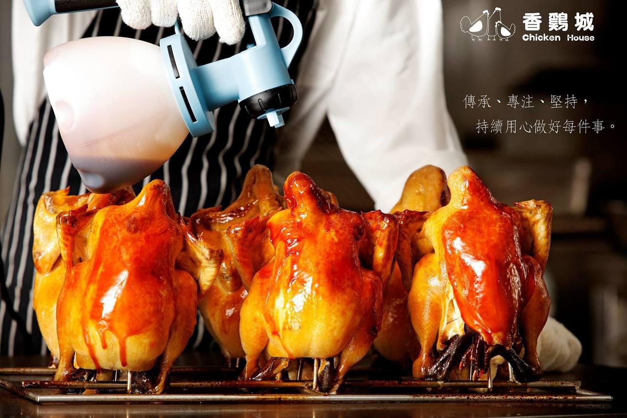 香雞城搬到新莊店後,每天可供應700隻烤雞。圖/翻攝自香雞城粉絲團
