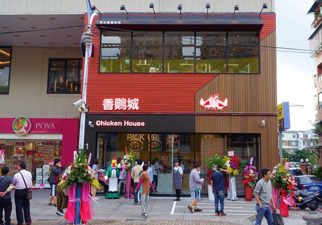香雞城座落在新莊龍安路,鎖定鄰近市場及夜市來往人潮。記者沈佩臻/攝影