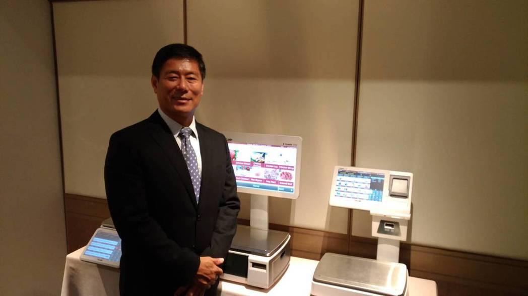鼎炫-KY(8499)董事長傅青炫表示,以電子衡器及EMI材料兩引擎出擊。記者張...