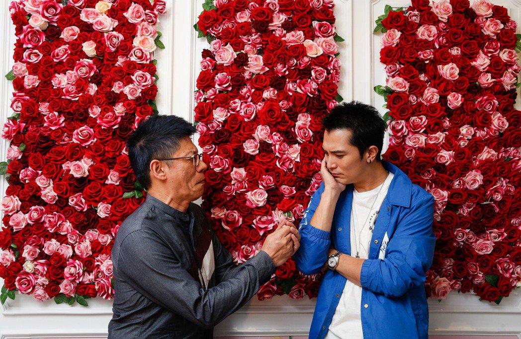 全民大劇團「小三與小王」男主角邱澤(右)與導演謝念祖(左)。記者/鄭超文