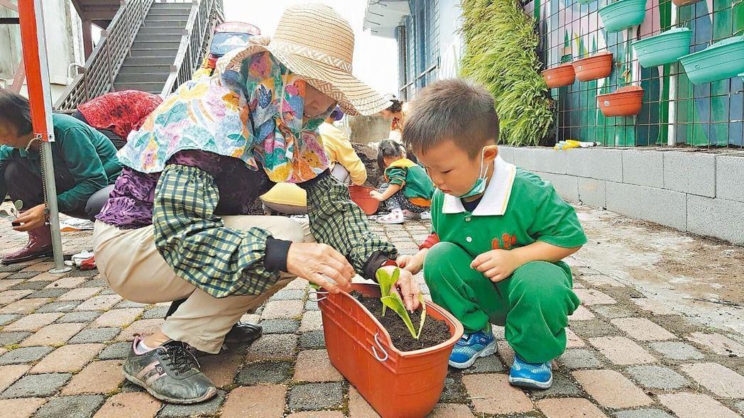 推動食農教育多年的「大象爸爸」李孟發,發現南北學校在食農教育上有城鄉差距。許多都...