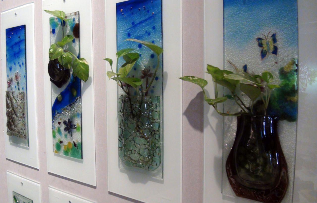 窯燒玻璃技術創作的立體掛飾,可結合園藝。讓生活空間更具療癒性。記者王昭月/攝影