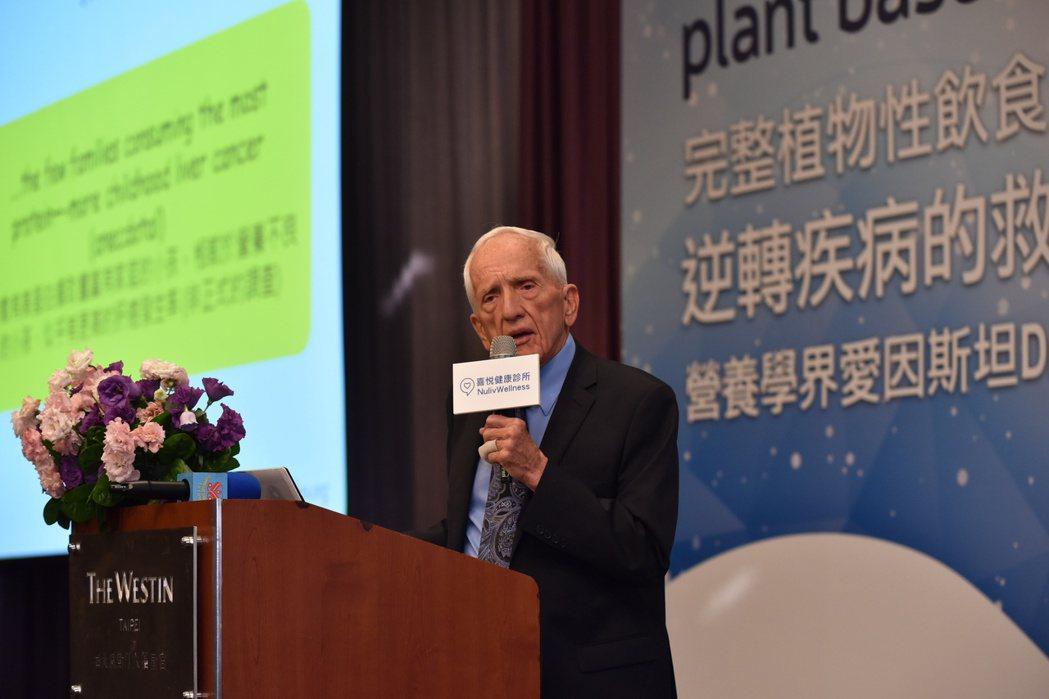 營養學者坎貝爾(T. Colin Campbell)應邀來台演說,提倡最新穎也最...