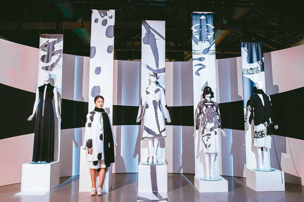 《讀衣II》時尚X藝術跨界展,詹朴展區。 圖/誠品提供