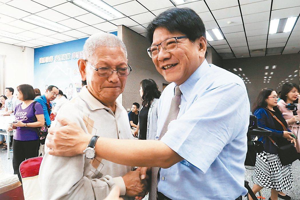 80歲的牡丹鄉民潘清春今年2月中風,經過搶救後,恢復情況非常好,昨天他特別感謝屏...