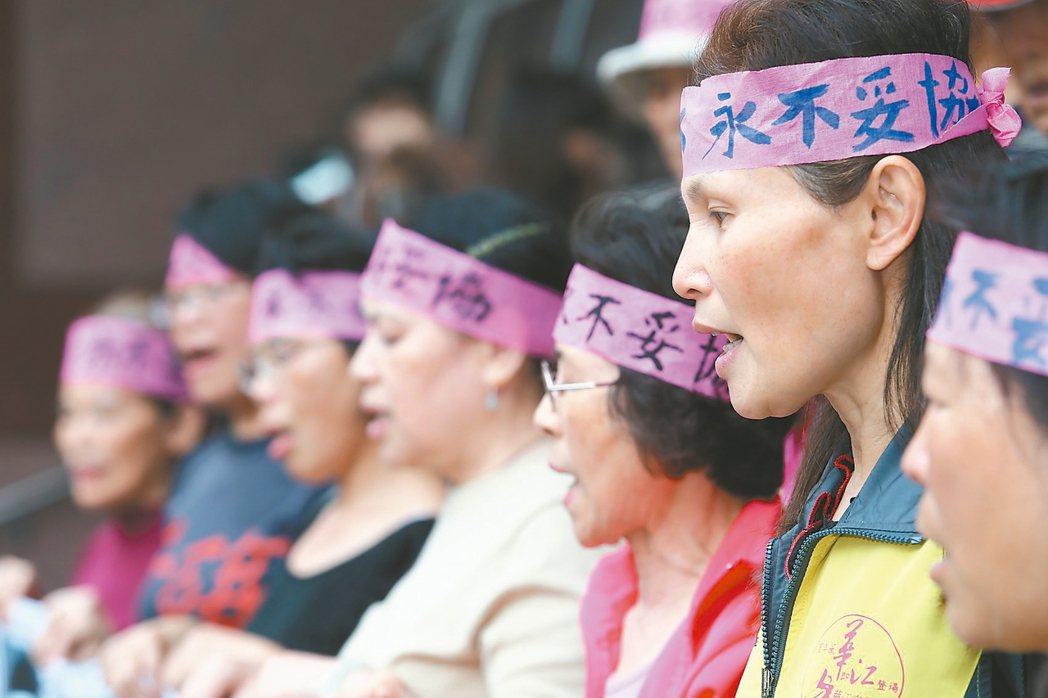 台灣第一起環保工傷案,RCA前員工提告求償,官司一審就花十年,二審周五宣判,有些...