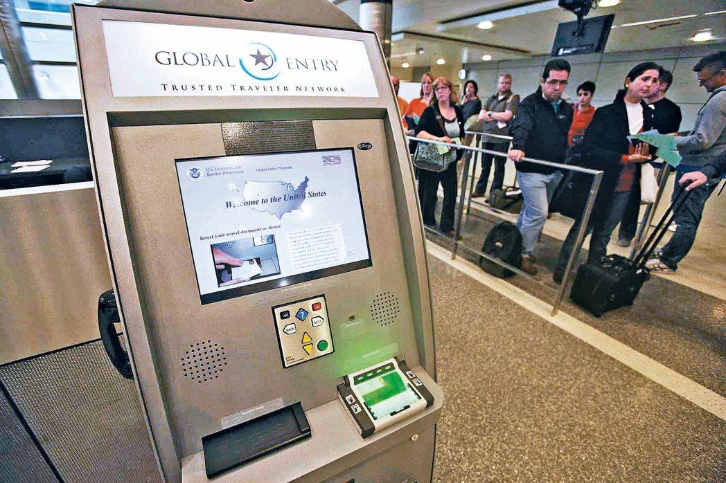 美國在台協會將宣布台灣正式加入「全球入境計畫」。未來台灣民眾赴美可使用電子通關設...