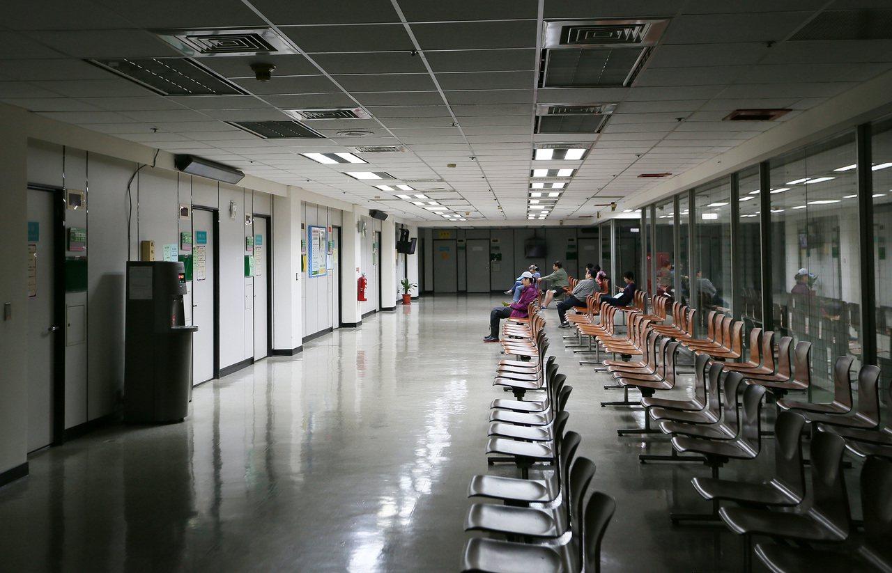 有28年歷史的健保署信義路門診中心進入歇業熄燈倒數計時,預定下周二門診結束後走入...