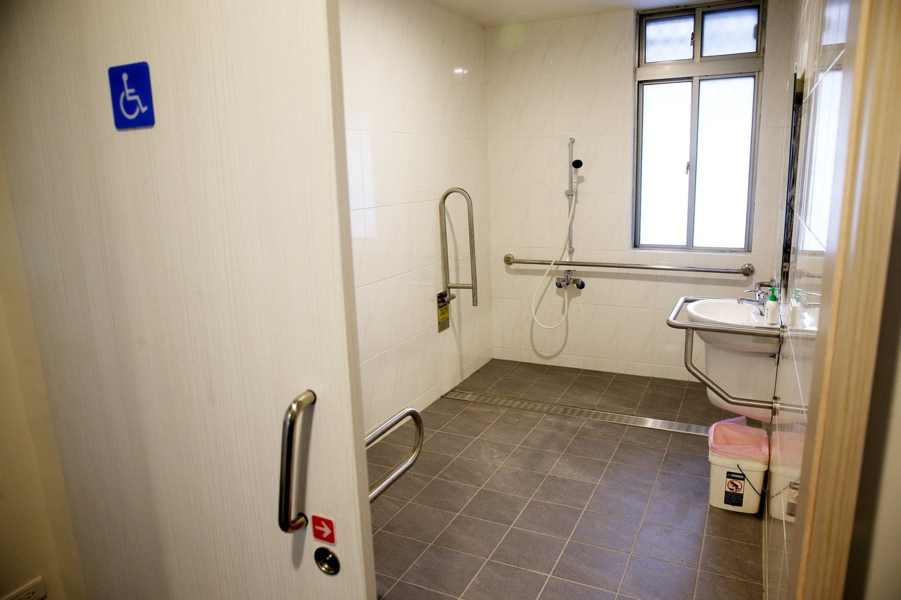 北投哇哈哈互助家庭,無障礙浴室廁所。 記者邱德祥/攝影