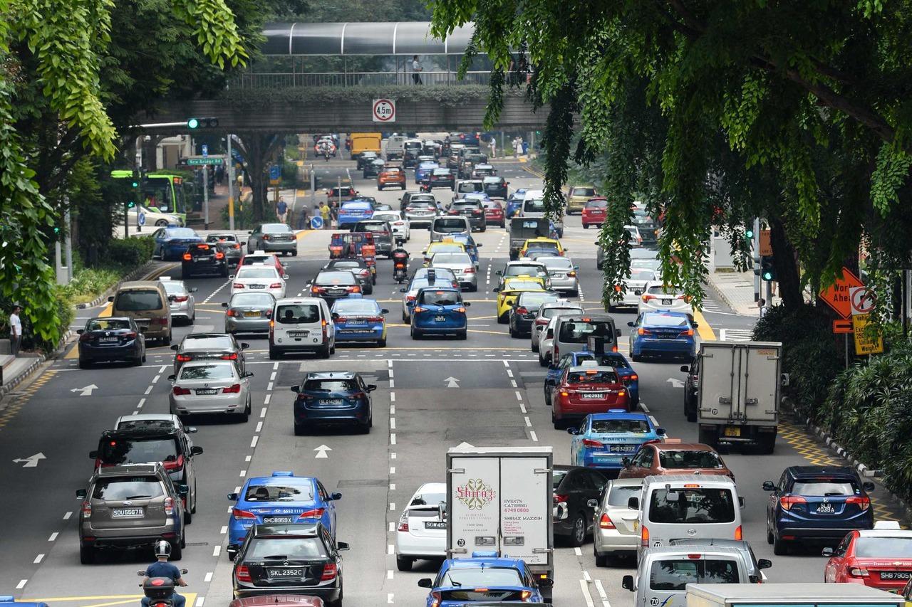 新加坡廿四日的市區路況。 法新社