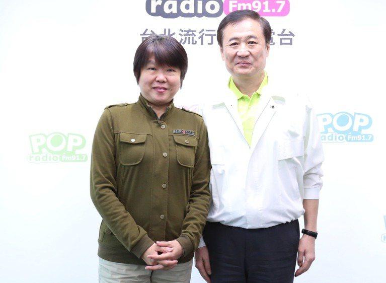 台北市副市長陳景峻(右)昨接受電台專訪,證實已獲台北市長柯文哲首肯,將利用下班時...