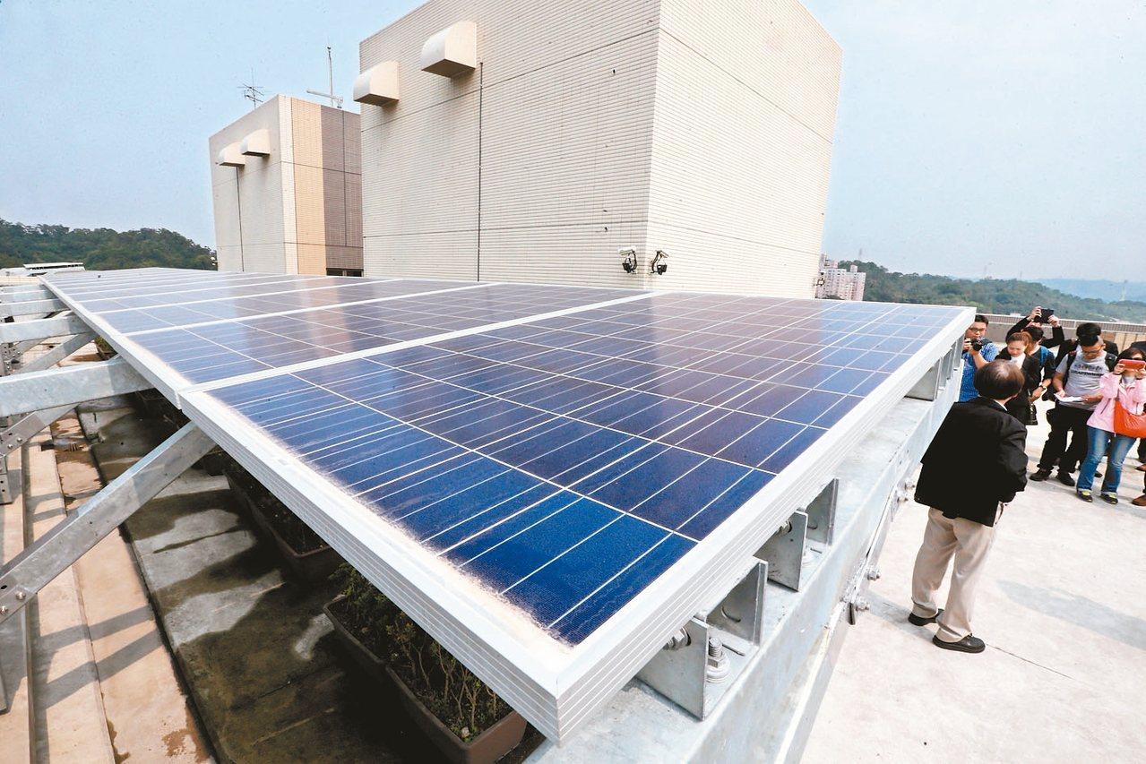 賴揆指示鬆綁相關法規,全力推動全民參與綠能屋頂。 圖/聯合報系資料照片
